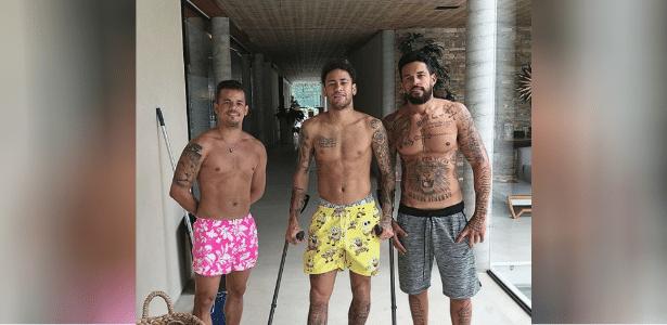 Neymar está se recuperando da cirurgia no pé direito
