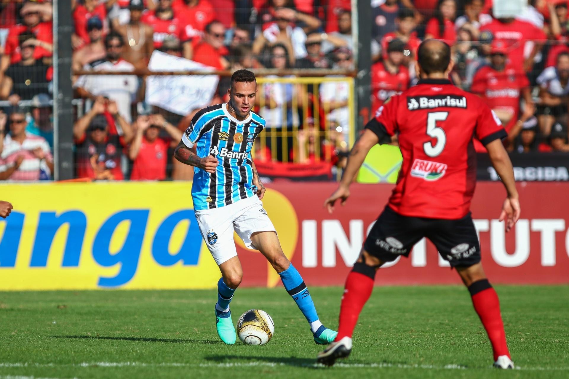Grêmio aposta em elenco campeão para levar título do Brasileiro -  13 04 2018 - UOL Esporte 3205b38354d25