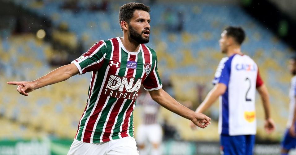 Jadson comemora gol marcado pelo Fluminense sobre o Paraná Clube