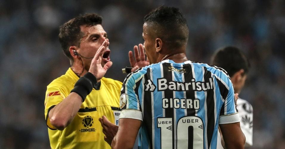 Árbitro de Grêmio x River Plate adverte Cícero