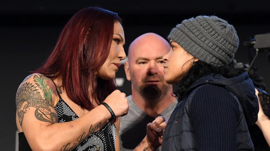 Cris Cyborg e Amanda Nunes (dir) fazem encarada para UFC 232 - divulgação/UFC