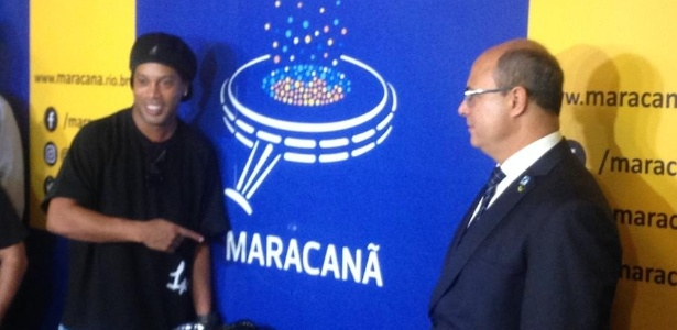 Ronaldinho participou de cerimônia ao lado de Wilson Witzel, governador do Rio