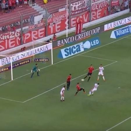 """Após gol """"sem querer"""", visitantes levaram virada do Independiente - Reprodução/SAF"""