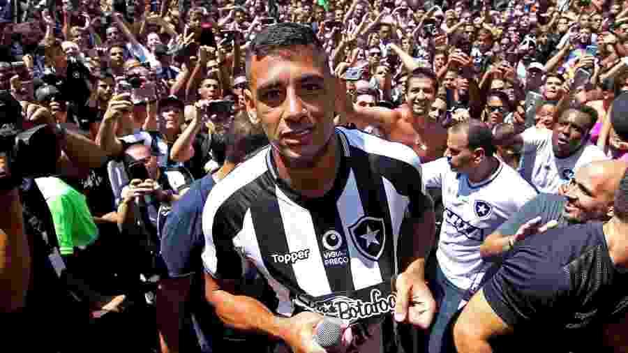 Diego Souza foi apresentado ao Botafogo com grande festa  - Vítor Silva/SSPress/Botafogo