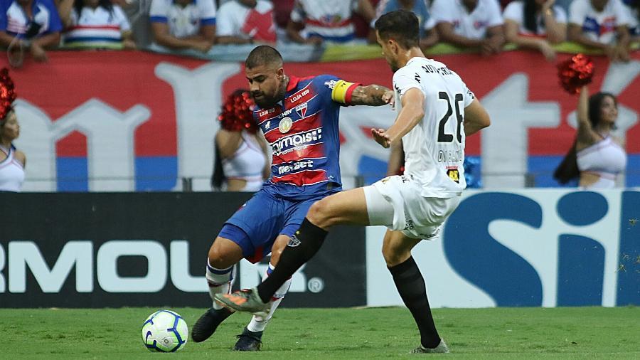 Jogadores de Fortaleza e Atlético-MG em jogo do Brasileiro de 2019 - Pedro Chaves/AGIF
