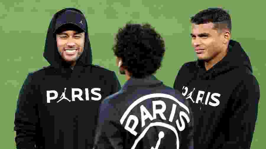 Neymar e Thiago Silva viajaram ao Brasil em meio à incerteza sobre retomada do calendário de jogos na Europa - Mark Robinson/Getty Images