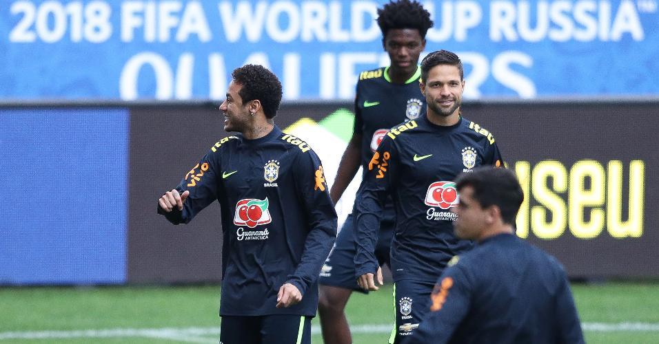 Franklin Joseph (ao fundo), em treino da seleção brasileira