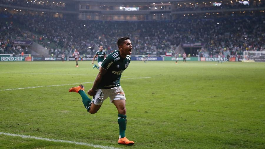 Peso da idolatria faz Palmeiras não abrir mão do valor total para a saída de Dudu - Miguel Schincariol/Getty Images