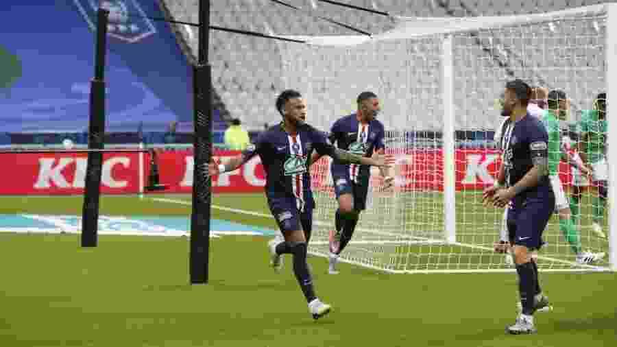 Neymar comemora com Mbappé gol pelo PSG - Reprodução/site oficial PSG
