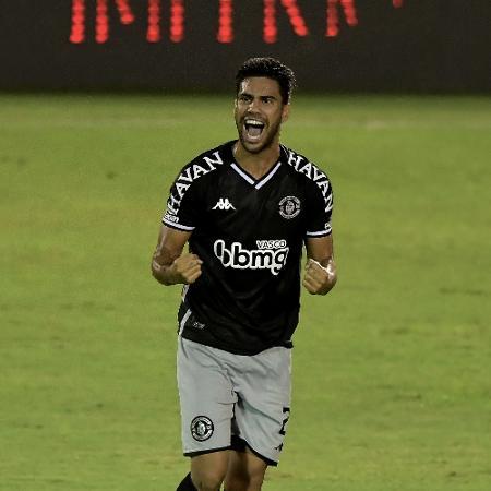 Tiago Reis, do Vasco, comemora seu gol diante do Bangu - Thiago Ribeiro/AGIF