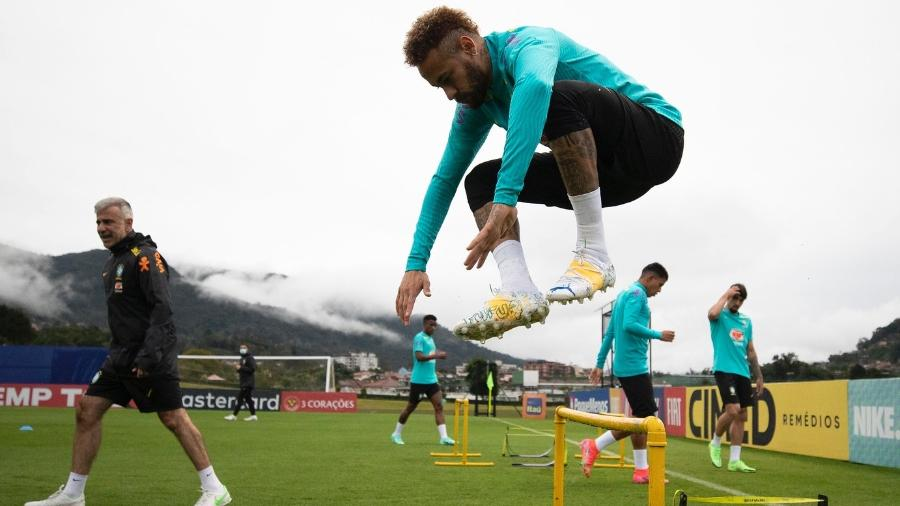 Neymar treina de chuteira nova na Granja Comary em preparação para as Eliminatórias - Lucas Figueiredo/CBF