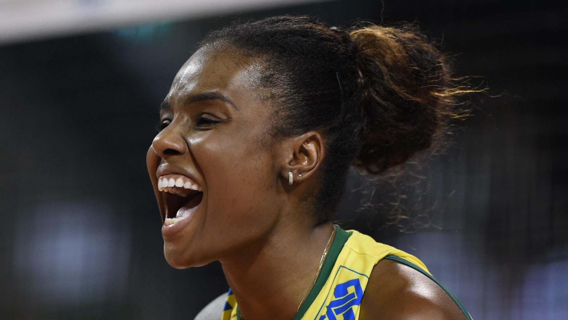 20.ago.2014 - Fabiana comemora ponto do Brasil em jogo contra o Grand Prix