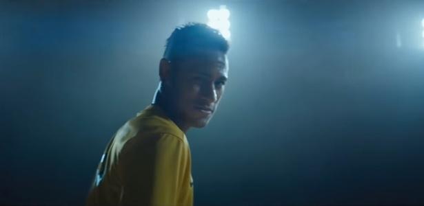 Neymar esteve em campo no Super Bowl. Calma, foi em um comercial