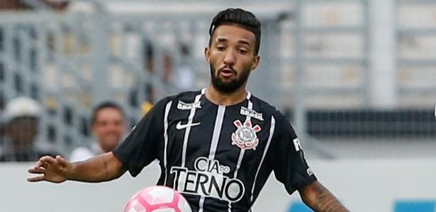Clayson, atacante do Corinthians, em ação durante jogo contra a Ponte Preta