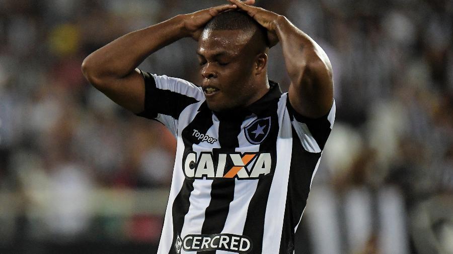 Vinicius Tanque deixou o Botafogo em definitivo e encabeça lista de jovens que perderam espaço no elenco - Thiago Ribeiro/AGIF