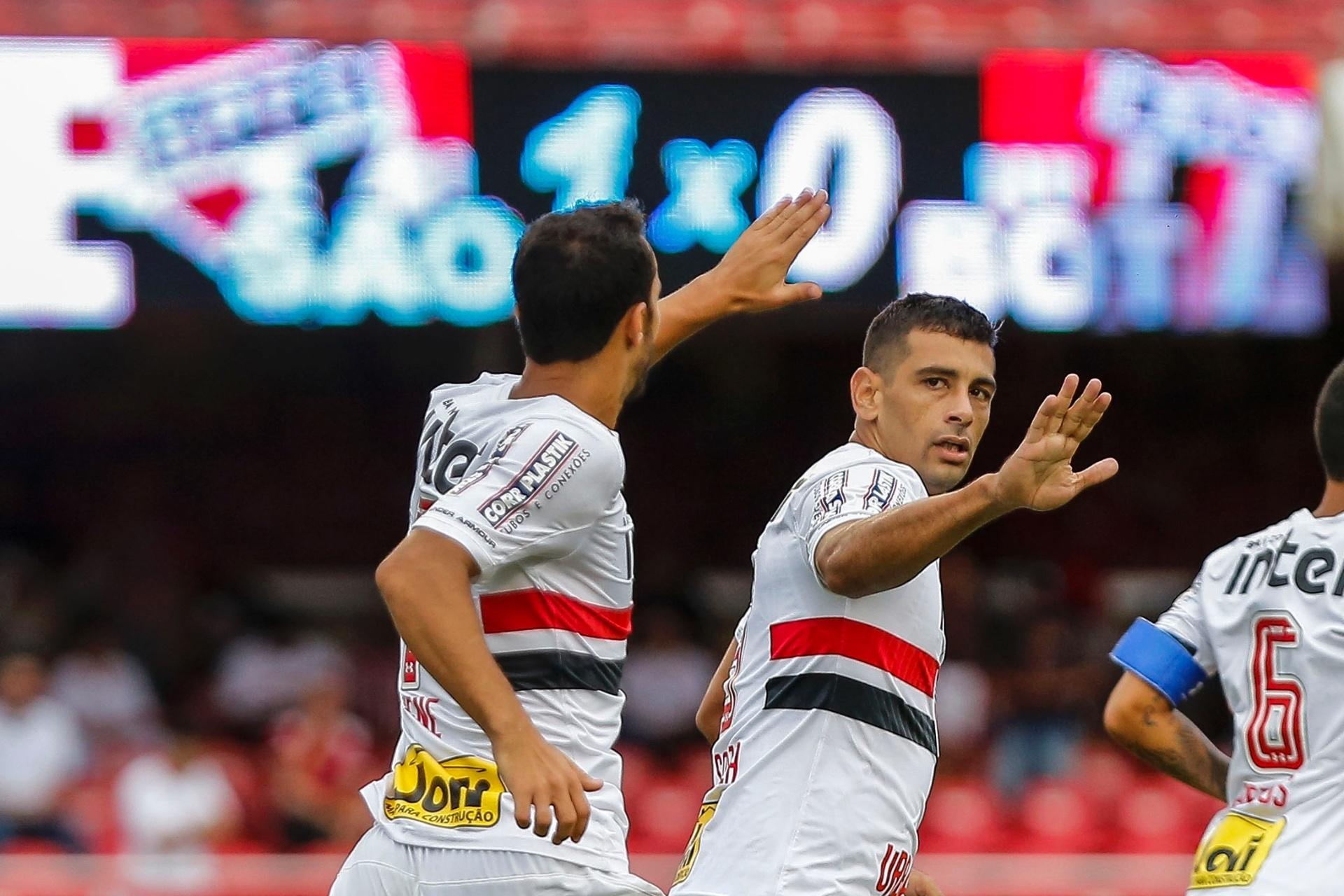 9b8f679248 Diego Souza e Cueva fazem os gols do São Paulo sobre Botafogo-SP -  03 02 2018 - UOL Esporte