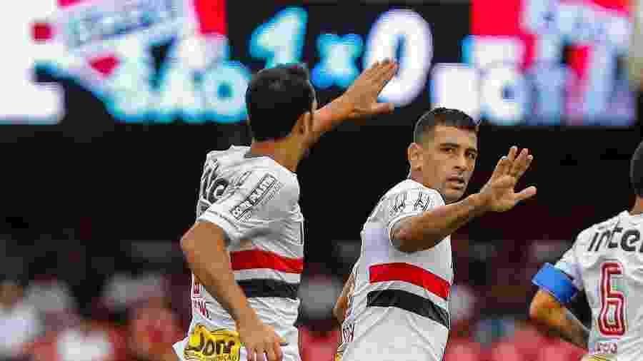 Nenê e Diego Souza têm o futuro indefinido no São Paulo. Ambos podem virar moeda de troca - Ale Cabral/AGIF