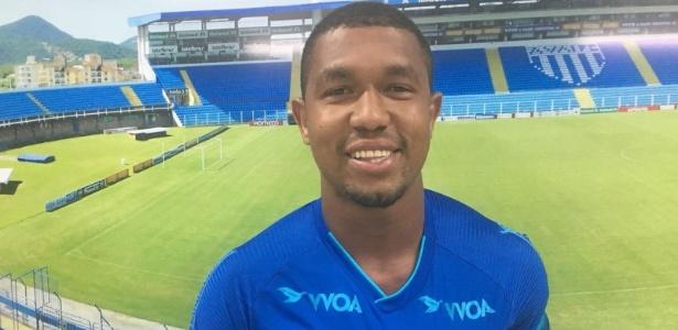 Rodrigão assinou com o Avaí e será apresentado oficialmente nesta terça-feira