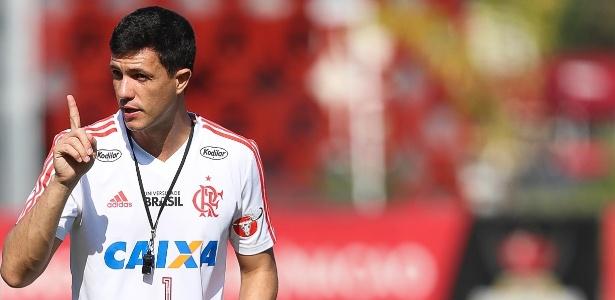 Técnico Mauricio Barbieri tem testado opções para suprir saída da dupla - Gilvan de Souza/ Flamengo