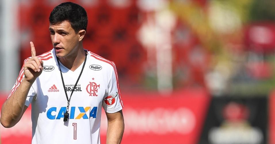 Agora efetivado, o técnico Maurício Barbieri comanda o Flamengo há três meses