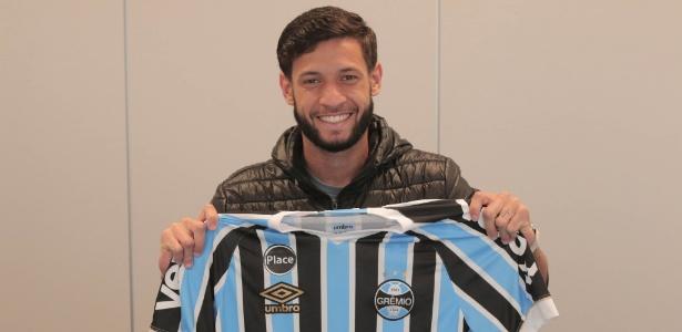 Aos 21 anos, lateral esquerdo assinou com o Grêmio até o final do Gauchão de 2019