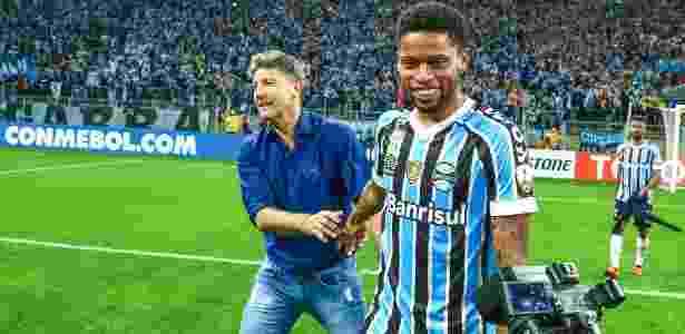 André comemora classificação do Grêmio na Libertadores com Renato Gaúcho - Lucas Uebel/Grêmio