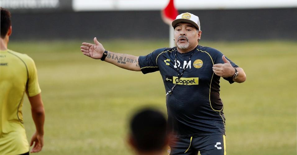 Diego Maradona comanda seu primeiro treino no time mexicano Dorados de Sinaloa