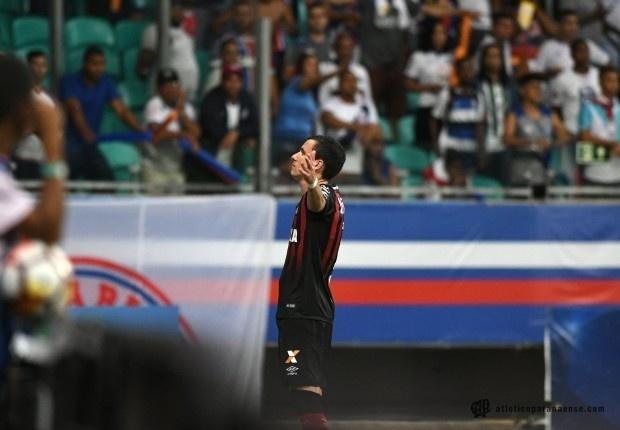 Pablo comemora gol do Atlético-PR contra o Bahia
