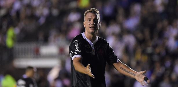 Maxi López gesticula durante jogo do Vasco contra o Internacional - Thiago Ribeiro/AGIF