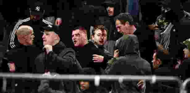 Policiais gregos partiram para cima de torcedores do Ajax, que ficaram feridos - Aris Messinis/AFP - Aris Messinis/AFP