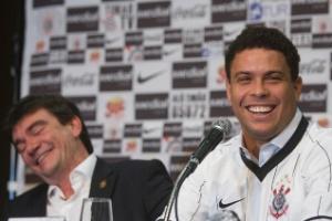 Há dez anos, Corinthians mudou história com Ronaldo