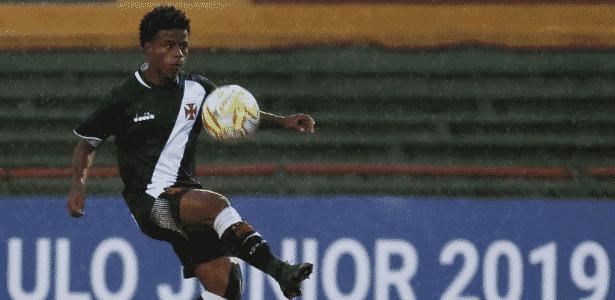 5cafac86a8 Destaque do Vasco luta contra altura e rejeitou apelido de  Robinho ...