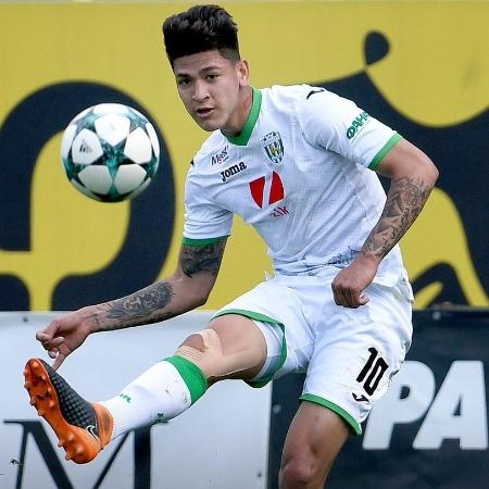 "Jorge Carrascal, o """"Neymar colombiano"""", jogando pelo Karpaty Lviv - @FCKarpatyLviv/Twitter"
