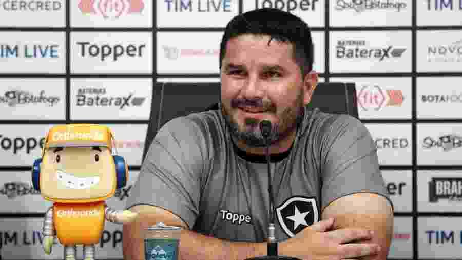Eduardo Barroca concede sua primeira entrevista coletiva como técnico do Botafogo - VITOR SILVA/SSPRESS/BOTAFOGO