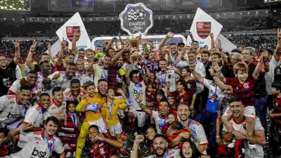 Jogadores do Flamengo comemoram com troféu do Campeonato Carioca de 2019 - Alexandre Vidal/Flamengo