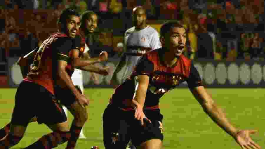 Adryelson comemora gol do Sport contra o Internacional - Paulo Paiva/AGIF