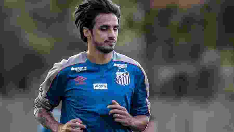 Bryan Ruiz treina com o elenco do Santos B; hoje ficou somente no banco - Ivan Storti/Santos FC