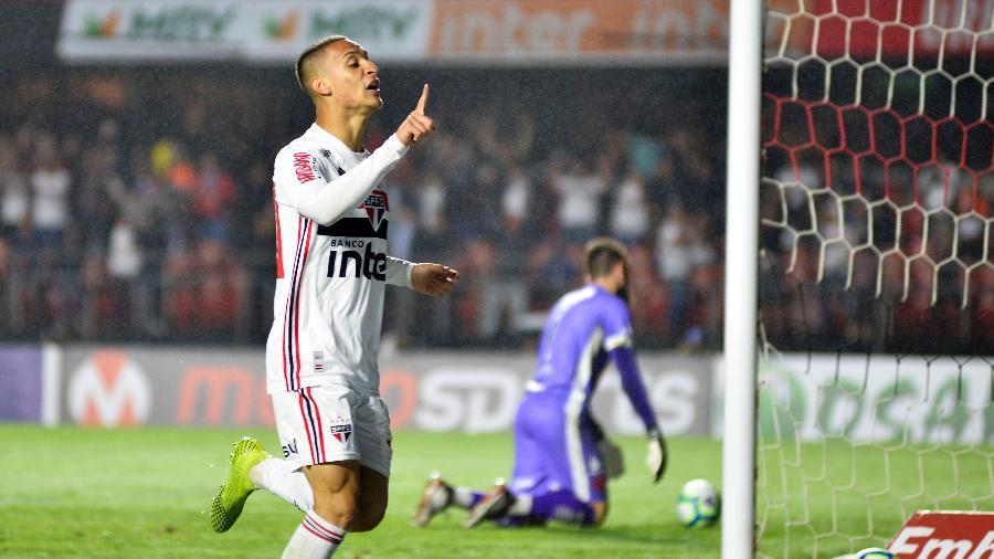 Antony comemora seu gol pelo São Paulo durante partida contra o Vasco no estadio Morumbi - Bruno Ulivieri/AGIF