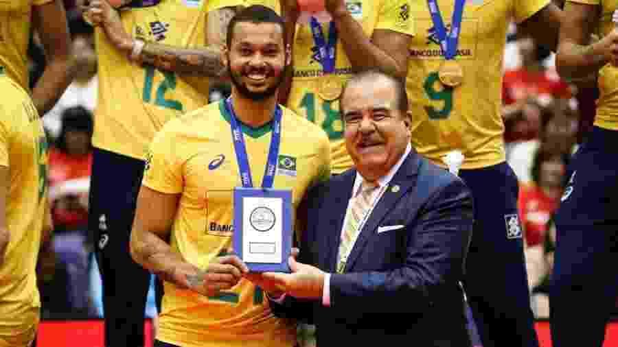 Alan é premiado como MVP da Copa do Mundo de Vôlei - Divulgação/FIVB