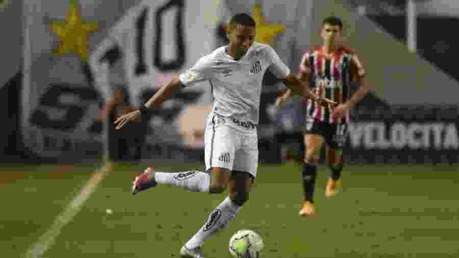 Madson, lateral do Santos, durante o clássico contra o São Paulo - Ivan Storti/Santos FC