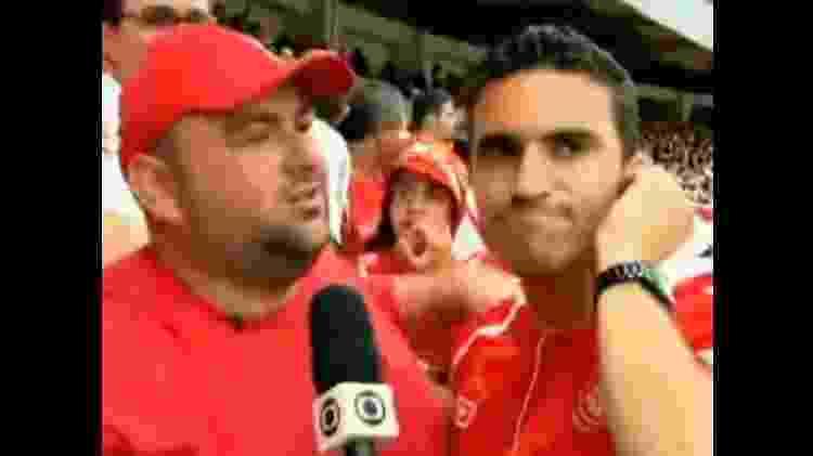 Torcedores do Internacional lamentam gol do Flamengo na última rodada do Brasileiro de 2009 - Reprodução TV Globo - Reprodução TV Globo