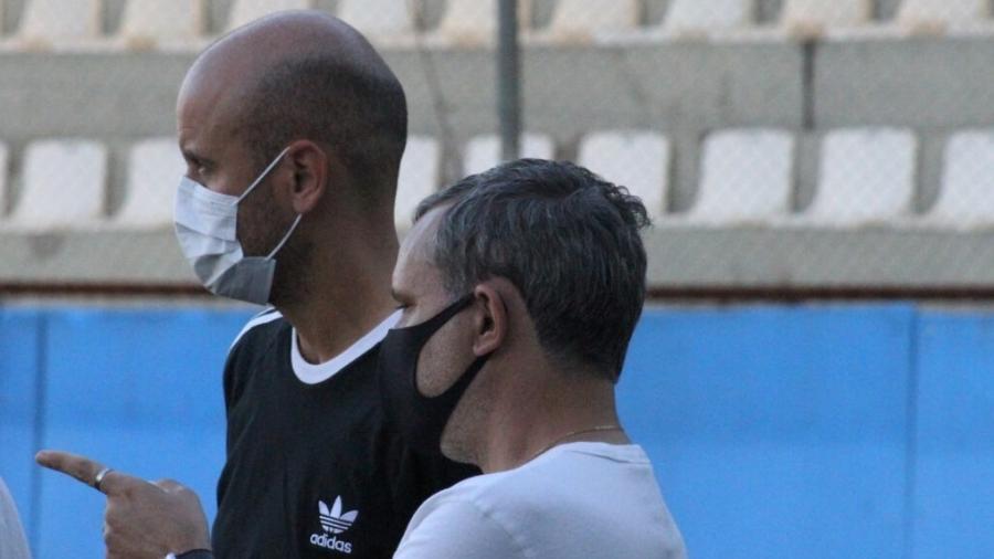 Miguel Ángel Ramírez acompanha treinamento da base do Inter com gerente Gustavo Grossi - Jota Finkler/Inter