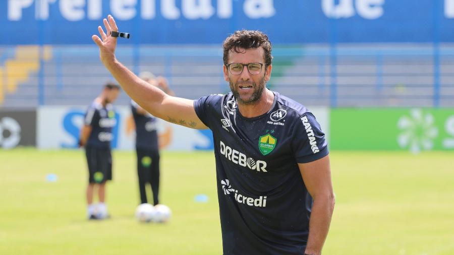 Alberto Valentim, agora ex-técnico do Cuiabá - AssCom Dourado