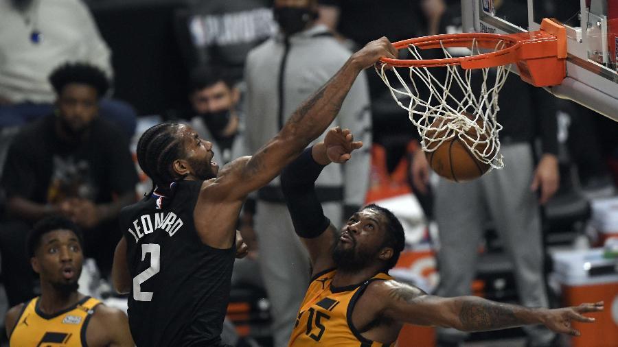 Kawhi Leonard enterra em partida entre Los Angeles Clippers e Utah Jazz - Kevork Djansezian/Getty Images/AFP