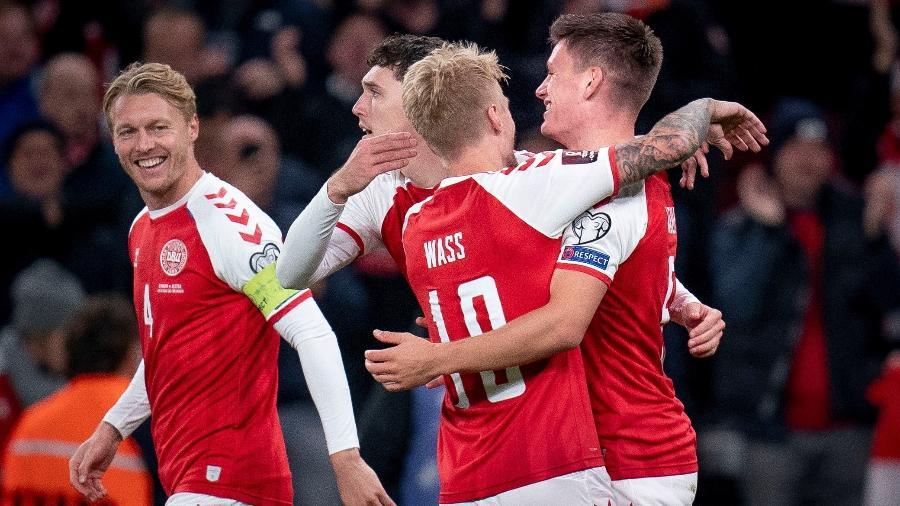 Jogadores da Dinamarca comemoram gol contra a Áustria pelas Eliminatórias da Copa de 2022 - Liselotte Sabroe/Ritzau Scanpix via REUTERS