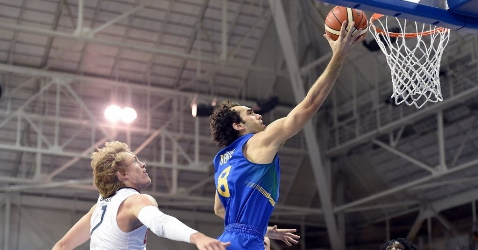 Benite foi o grande destaque do Brasil contra os EUA no último jogo da primeira fase do basquete no Pan de Toronto