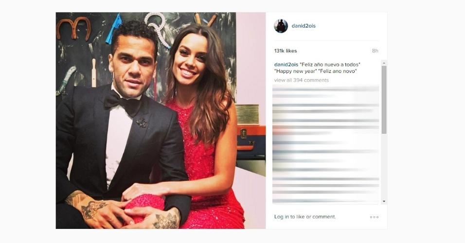 Lateral Daniel Alves deseja um Feliz Ano Novo a seus seguidores
