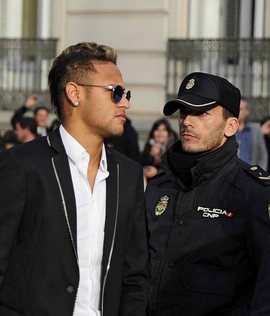Neymar chega a Tribunal em Madri para falar sobre valores envolvidos na transação do Santos para o Barcelona