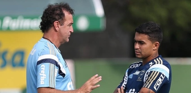Cuca conversa com Dudu na semana passada: lugar cativo no time - Cesar Greco/Ag Palmeiras