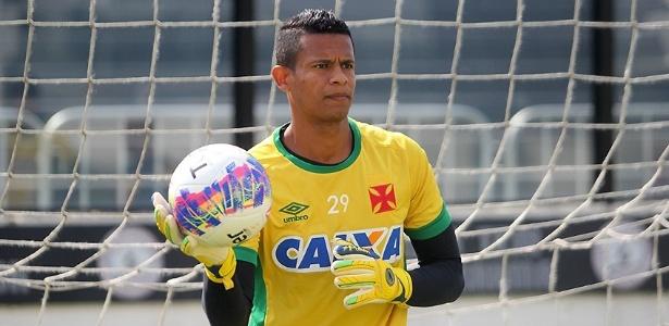 eeaa4e0585355 Goleiro criticado em rebaixamento ganha chance no Vasco e apoio de técnico